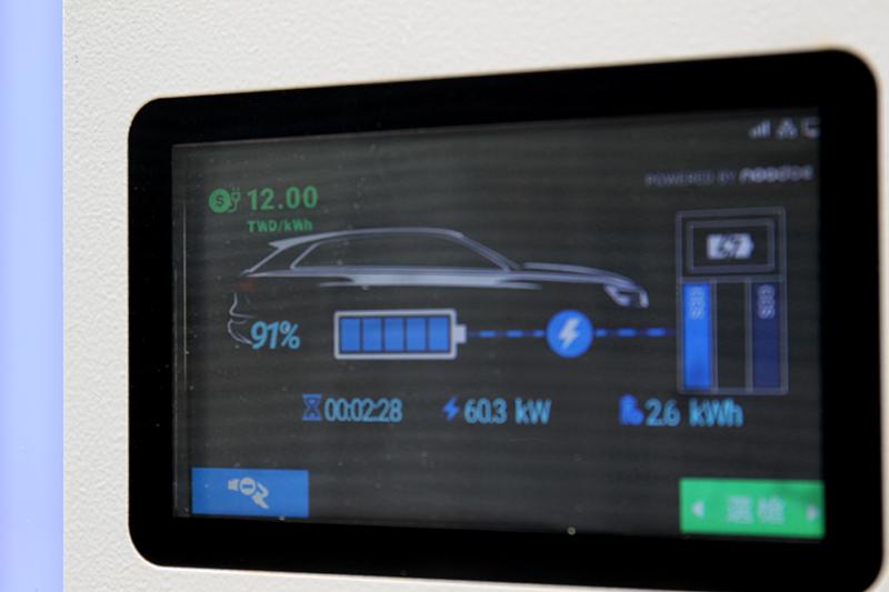 Audi與Noodoe和華城電機合作建構充電網,使用180 kW充電系統,只需10分鐘即有約115公里行駛里程。