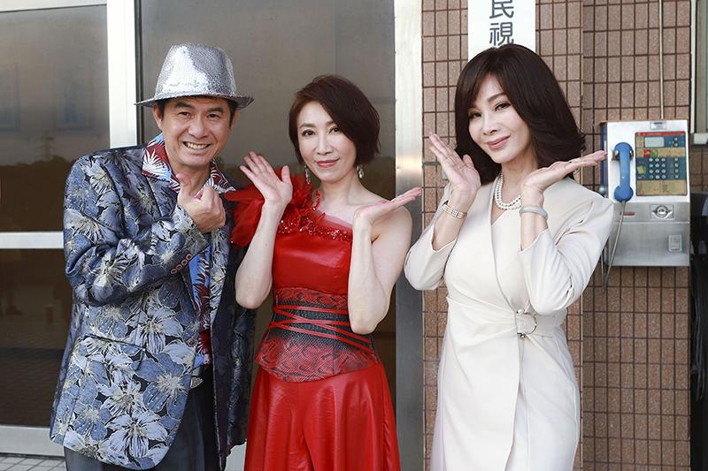 【車勢星聞】李翊君(中)客串《黃金歲月》。(圖:民視提供)