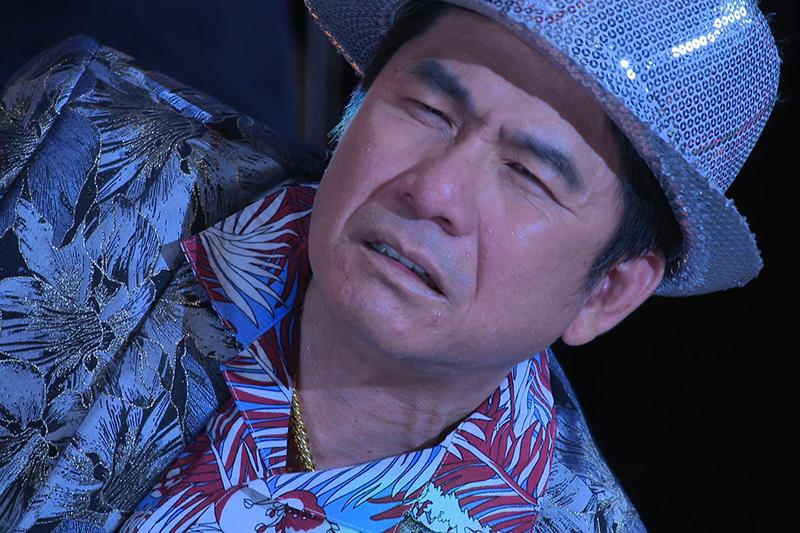 【車勢星聞】《黃金歲月》劇中洪都拉斯為了救Gino遭刺傷。(圖:民視提供)