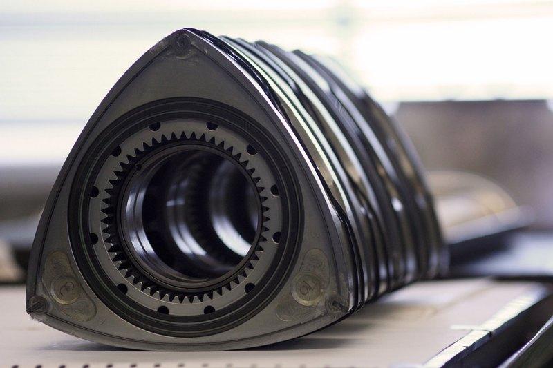 除了作為發電機Mazda還會將轉子引擎用在PHEV車型。