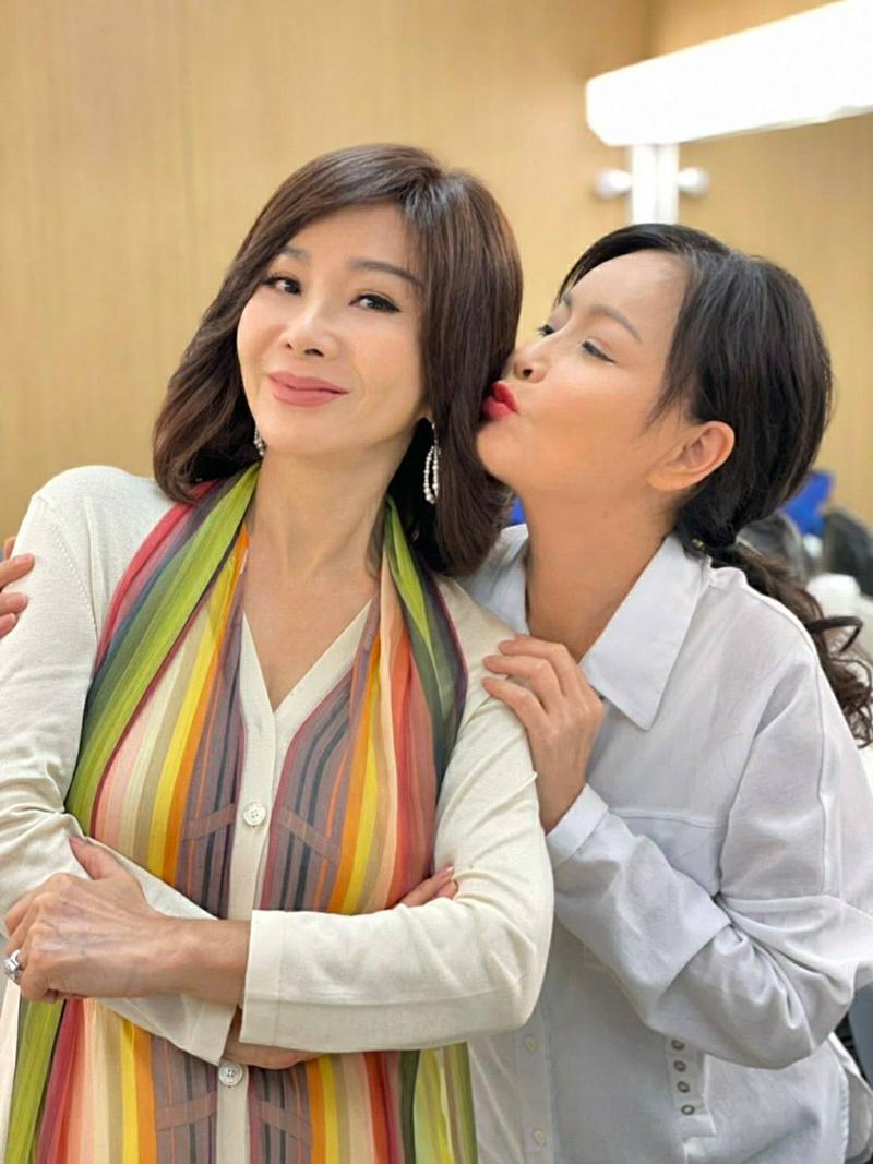 【車勢星聞】岳虹開心美夢成真,可以和美鳳姐一起拍戲。(圖:民視提供)