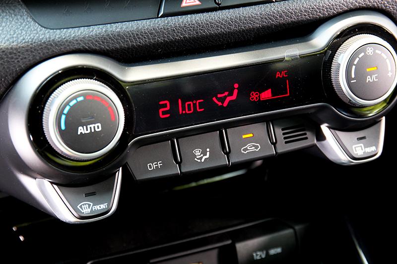 與1.0T時尚版比1.4驚艷版有Push Start與恆溫空調。