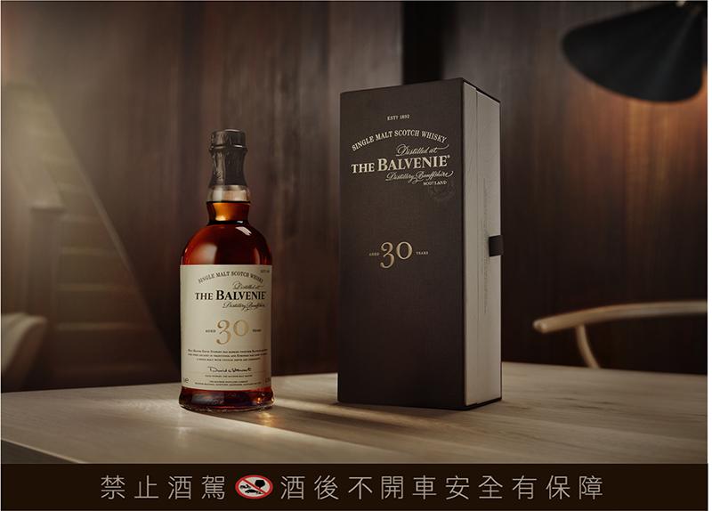 【車勢品酒】百富30年單一麥芽威士忌,典雅穩重深咖啡包裝,酒精濃度47.3%。(圖:格蘭父子提供)