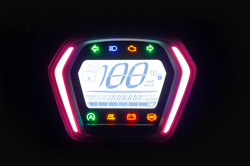 中LED氣氛燈具有360種顏色可調整。