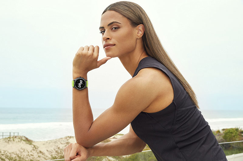 TAG Heuer泰格豪雅品牌大使Sydney McLaughlin西妮·麥勞克林,配戴TAG Heuer泰格豪雅智能腕錶,參考編號 SBG8A80.BT6274,建議售價NT$77,400。(圖:品牌提供)