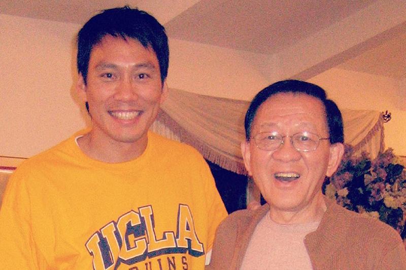 【車勢星聞】艾力克斯(左)隔了18個月終於再度見到爸爸。(圖:艾迪昇傳播提供)