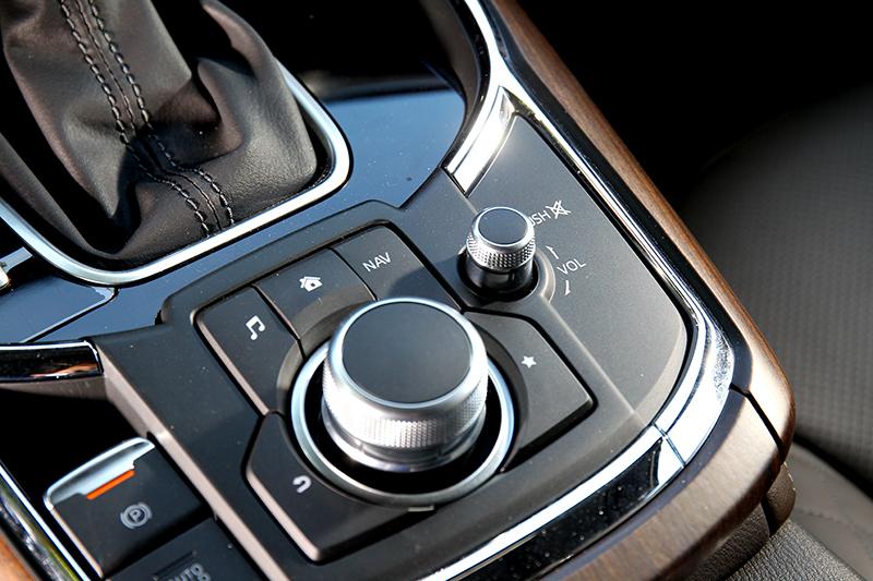 在數位觸控時代中控控制旋鈕給予直接真實感受。