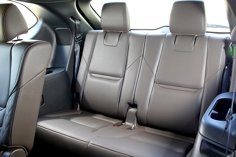 由於CX-9車長已達5米,因此第三排空間還算充裕。