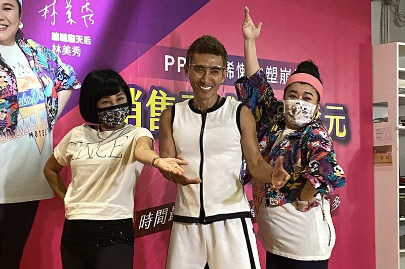 【車勢星聞】潘若迪(中)指導吳淡如(左)、林美秀跳舞健身。(圖:PP石墨烯塑崩褲提供)