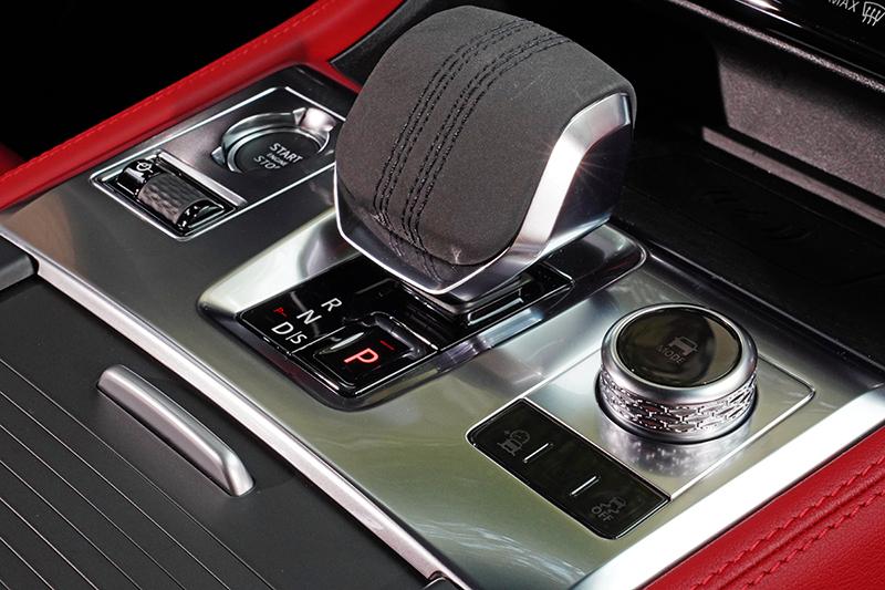 JaguarDrive Selector 8速手自排變速系統,帶來強勁飽滿且富延展性的動力輸出。