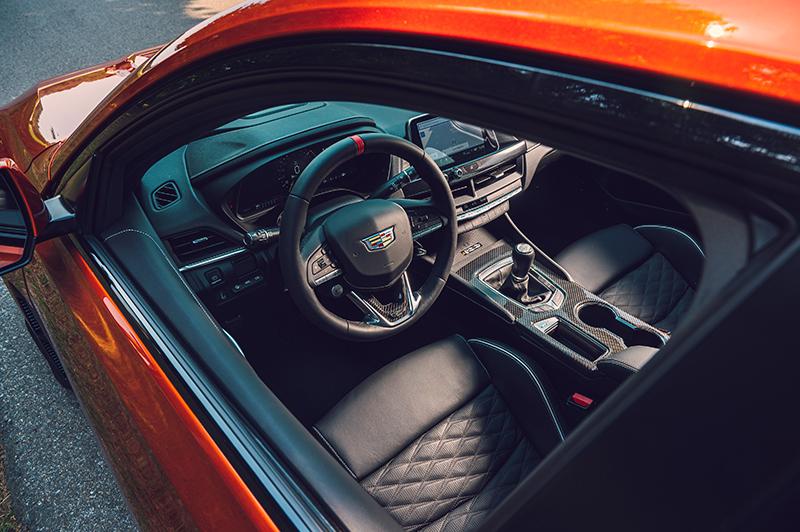 針對BMW M3而來的CT4-V Blackwing具備3.6升雙渦輪增壓引擎,可爆發472hp與61.5kg-m的峰值輸出。