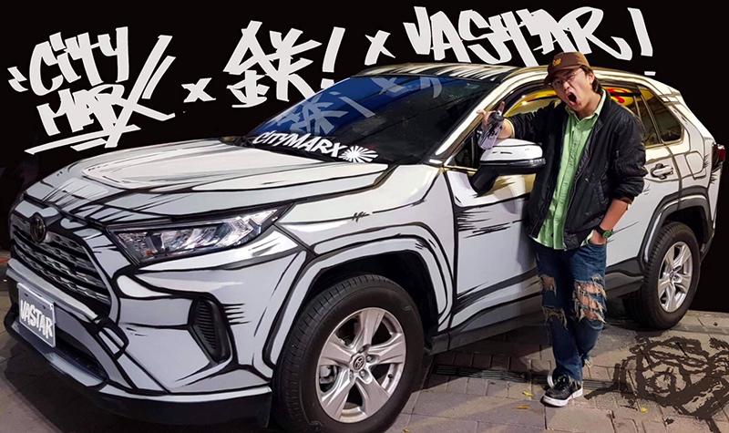【車勢星聞】疫情前傅星翰親自彩繪2D車放置在西門町電影街。(圖:星奇三創意提供)
