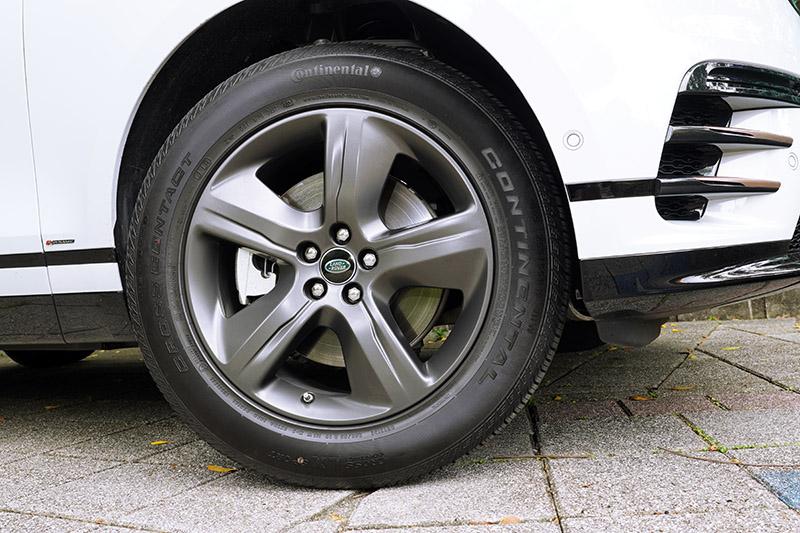 21年式Range Rover Velar外觀上換上了全新五輻樣式鋁圈。