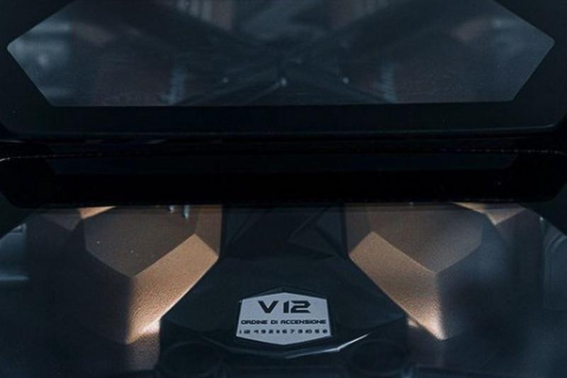 據了解新Countach將搭載6.5升V12油電引擎。