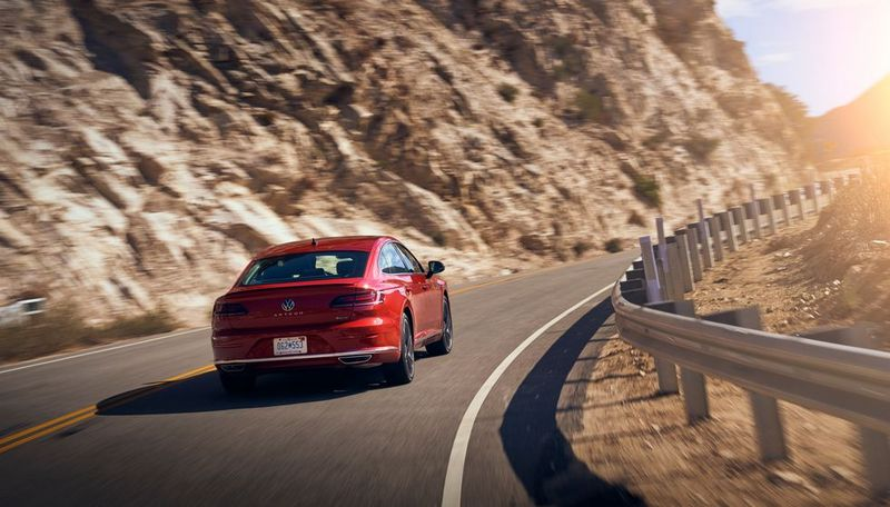 新年式Volkswagen Arteon動力升級至300hp/40.8kgm。