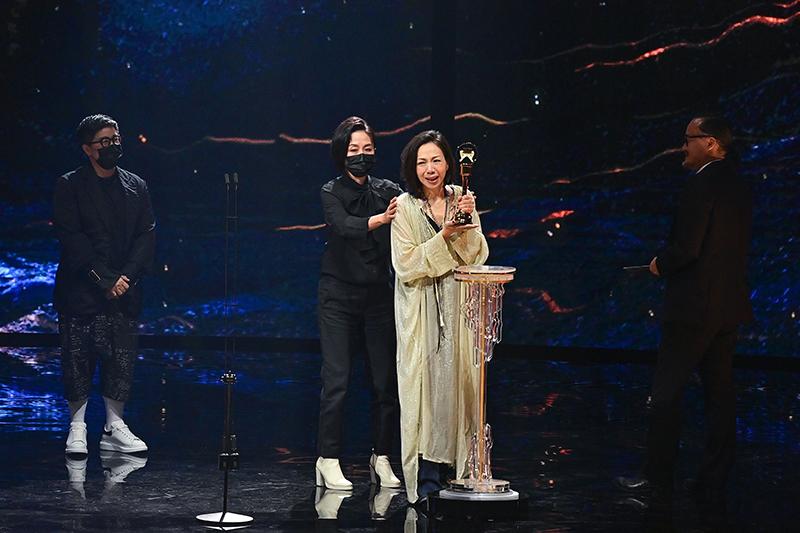 【車勢星聞】第32屆金曲獎評審團獎  給你們 Dear All/何樂音樂有限公司﹙演唱者:萬芳﹚。(圖:台視提供)