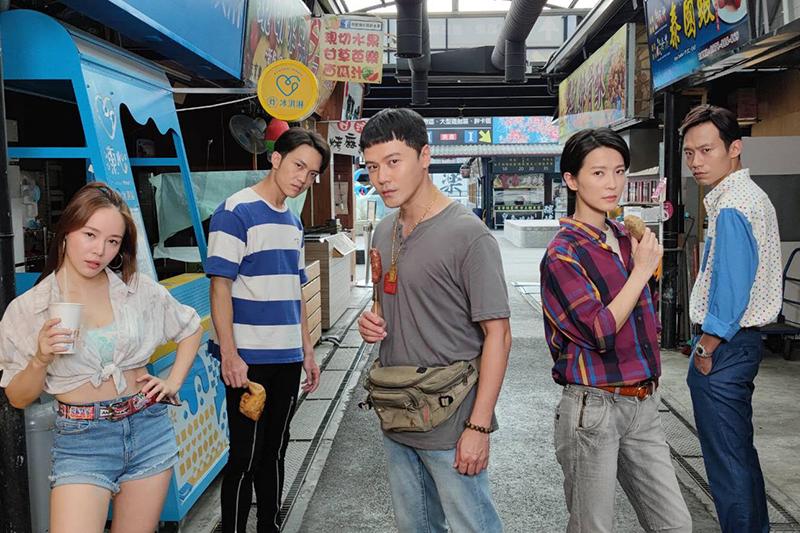 【車勢星聞】34D波波蓁(左一)加入《黃金歲月》賣波霸奶茶。(圖:民視提供)
