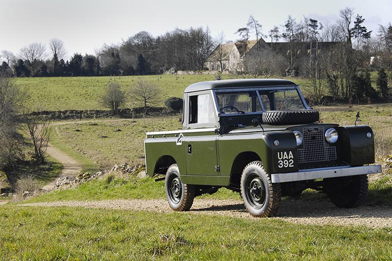 1958年持續針對外型設計與動力系統升級優化的Series II車系。
