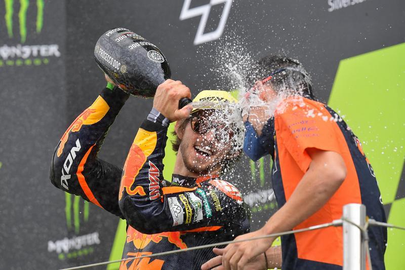 A. Espargaro替Aprilia取得GP級別首座頒獎台。