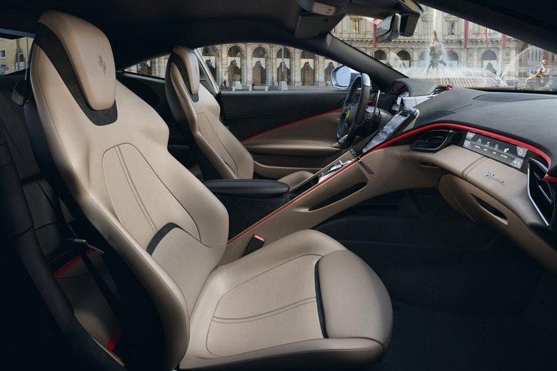 該空調具有體溫偵測功能,並能依車內乘員各自自動調節溫度與風向。