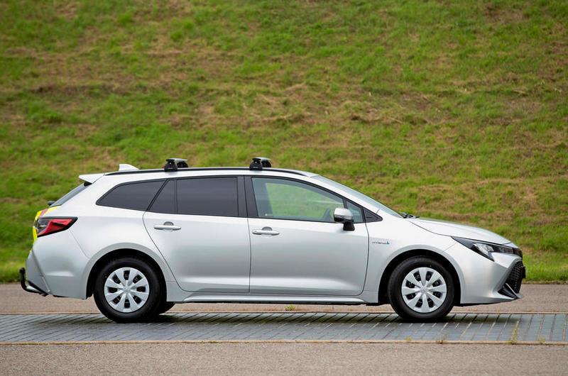 Corolla Commercial外觀僅有取消後窗、增加行李架與車尾貼紙等改變。