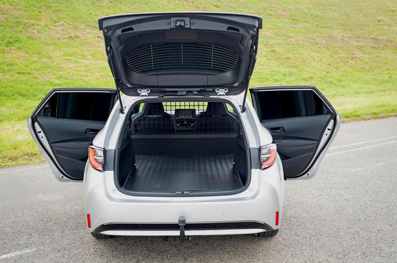 Corolla Commercial將後座移除平整化,藉以創造寬敞載物空間。