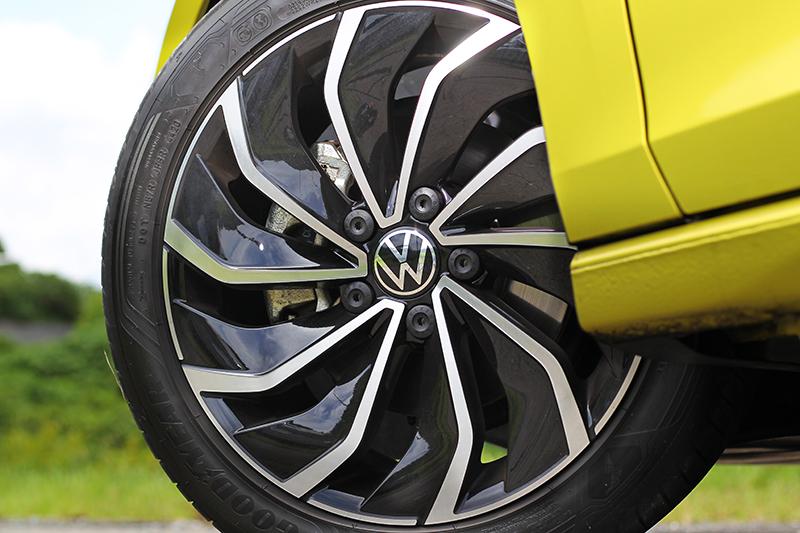 配備17吋Ventura輪圈。