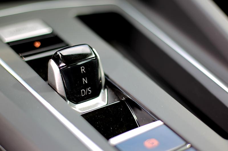 全車系都配備線傳式七速自手排系統。