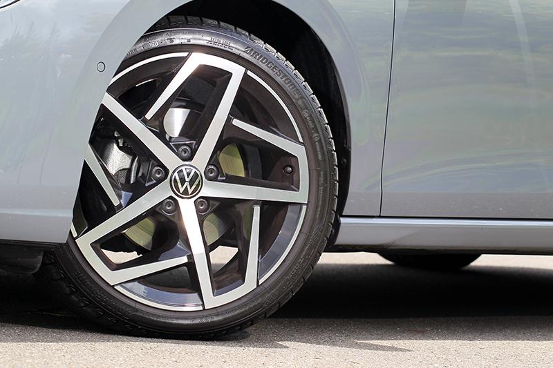 Golf Variant 280 eTSI Style配備的18吋Dallas輪圈非常好看。