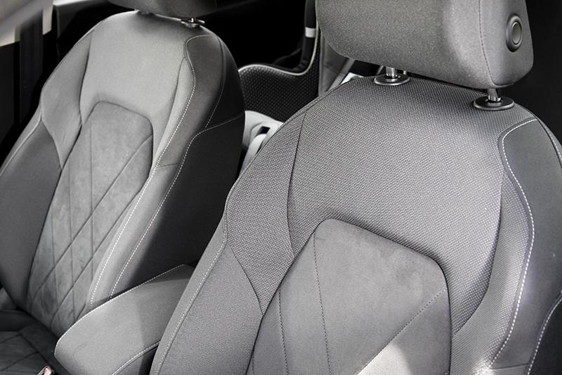 座椅採幾皮/織布材質,Style車型駕駛座也具備電動調整與按摩功能。