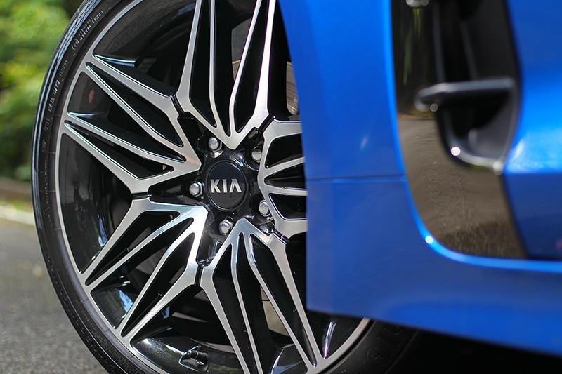 19吋輪圈也換新造型。