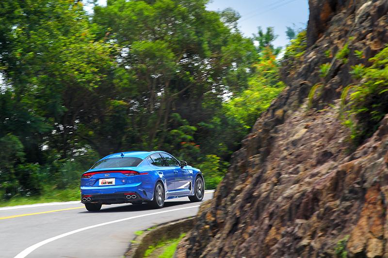 在Sport+模式下速度稍快出彎車尾就會不安分。