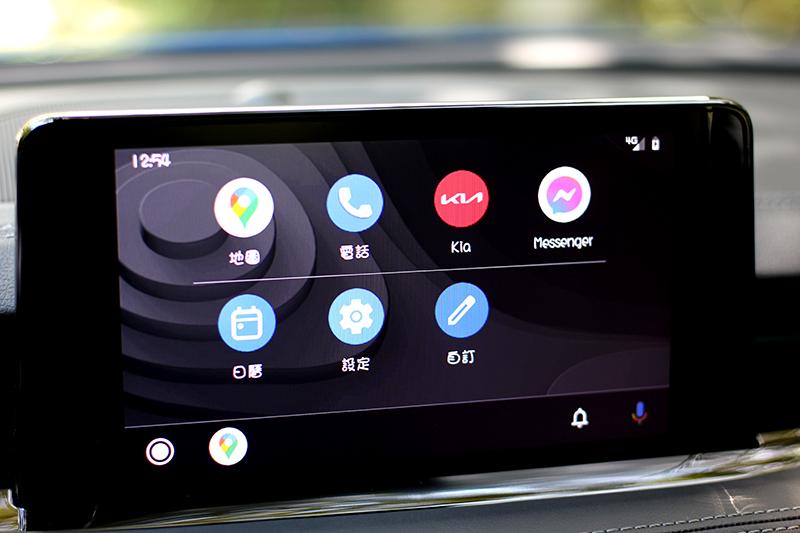 8吋中控螢幕支援無線Apple Carplay/Android Auto。