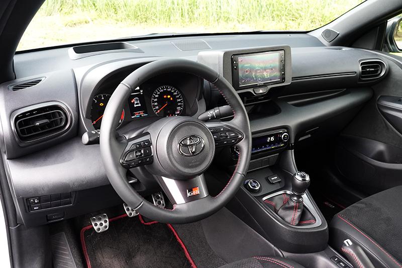 座艙設計簡單好上手,質感呈現以小車來說也算不錯了。
