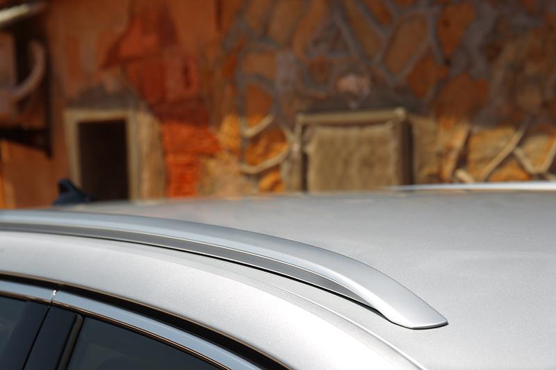 Octavia Combi配平貼式行李架。