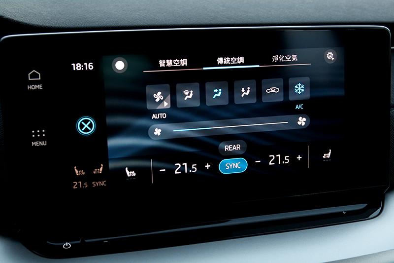 中控螢幕下方仍配有傳統按鍵,可一鍵快速進入空調介面。