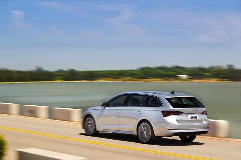 四輪驅動讓車輛擁有優異的循跡性,雖非性能設定但還是能給予一定樂趣。