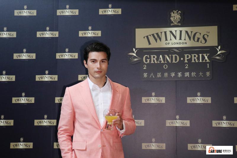 【車勢星聞】鳳小岳出席唐寧茶調飲大賽擔任嘉賓,獻出專屬「仲夏俱樂部」調飲。