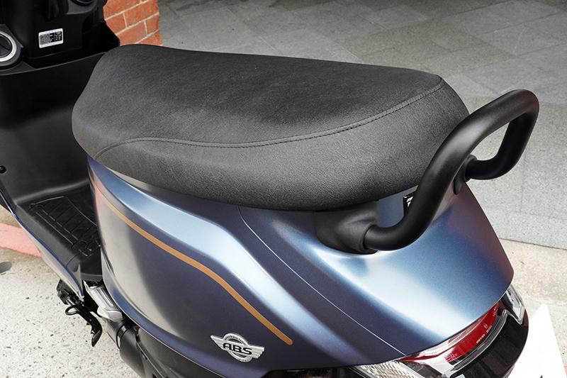 寬坐墊設計,乘坐舒適性絕佳,久坐不易疲累。