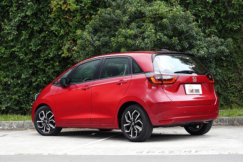 外觀以仿生微笑元素,賦予生命感,並以類Minivan造型創造最佳車內空間。