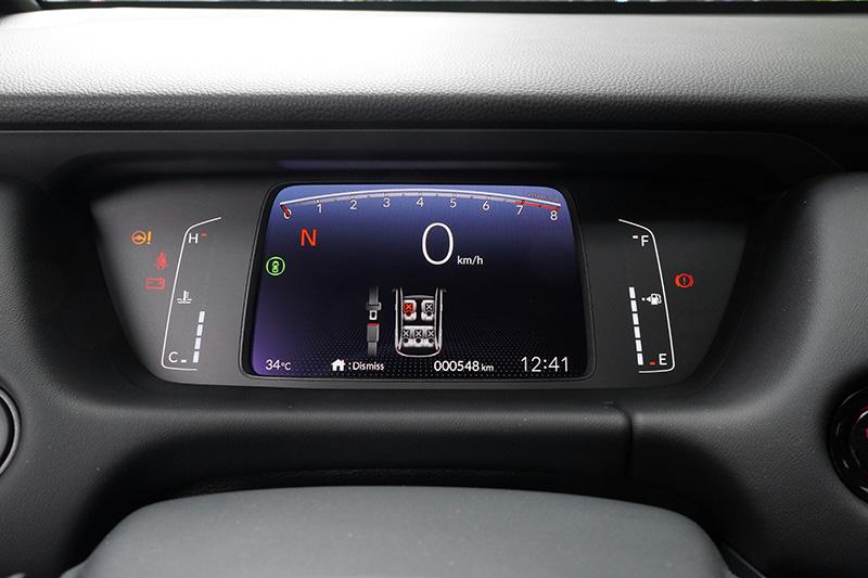 高亮度的TFT液晶顯示儀錶板,透過良好的資訊顯示位置安排,辨識性遠勝當前多數新車。