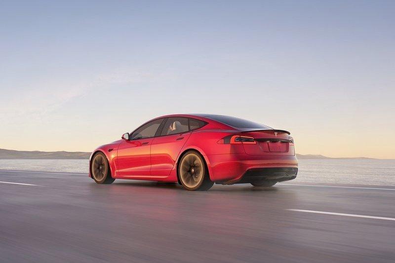近日Model S Plaid在紐柏林以7分30秒909成績擊敗Taycan,榮登量產電動車最速寶座。