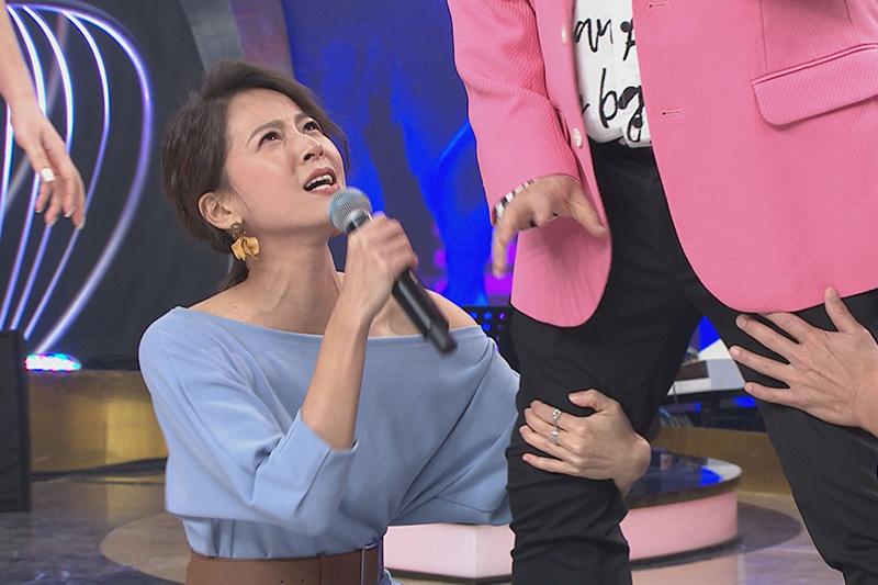 【車勢星聞】《台灣那麼旺》即興短劇蘇晏霈「八點檔式」抱胡瓜大腿 。(圖:民視提供)