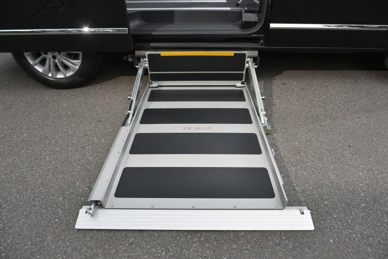 透過不同的電動升降底板、輪椅坡道甚至斜坡板伸展套件,福斯商旅T6.1福祉車家族創造最多元的使用機能性。