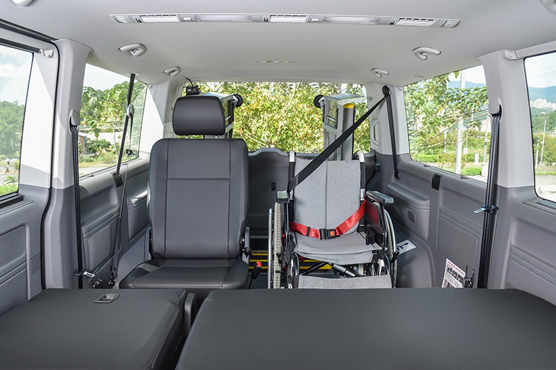 不同類型的座椅與輪椅空間配置,可對應各類型使用者的差異化需求。圖為T6.1 Caravelle IPC。