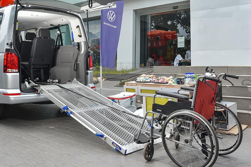 以T6.1 Caravelle IPC為基礎,T6.1 Caravelle青銀共享車具備重僅24公斤可輕鬆拆卸的鋁合金斜坡板套件組。