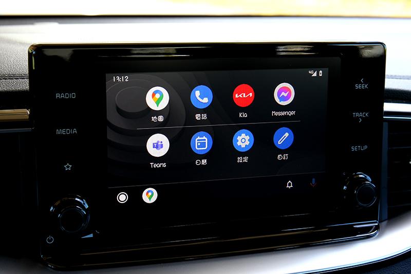 8吋觸控螢幕在現今不算大,但還是有提供Apple Carplay與Android Auto連接功能。