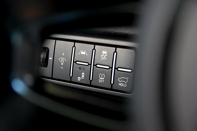 前方主動煞車輔助、前車駛離提醒、盲區偵測警示等系統一應俱全。