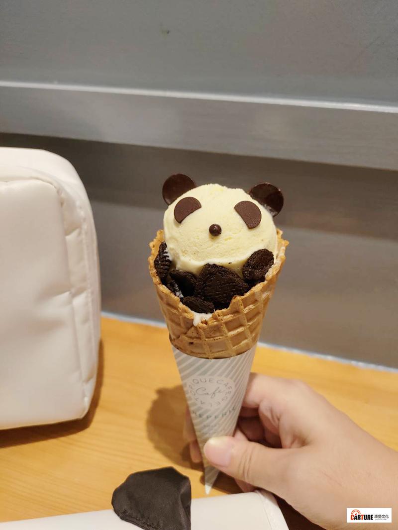 「gelato pique caf'e皮克咖啡可麗餅屋」熊貓冰淇淋NT$180。