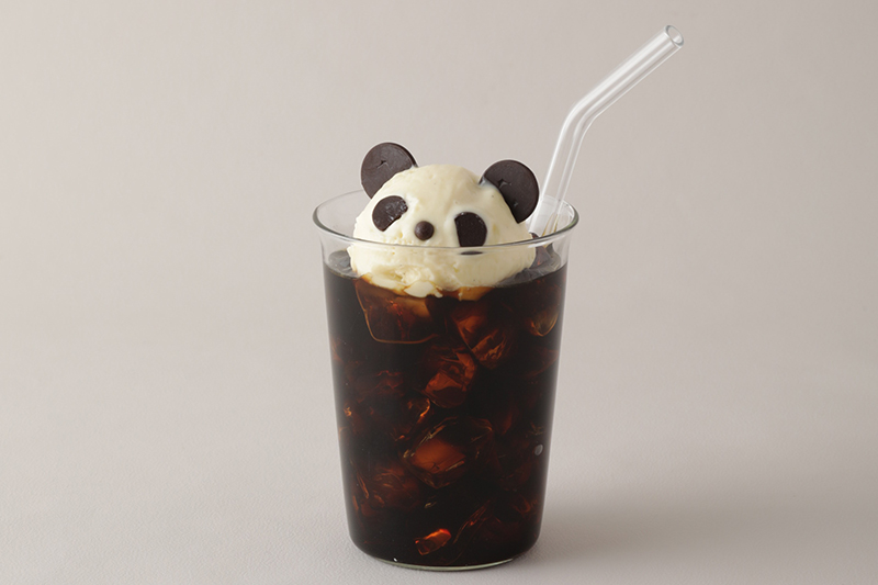 「gelato pique caf'e皮克咖啡可麗餅屋」熊貓漂浮黑咖啡NT$160。(圖:品牌提供)